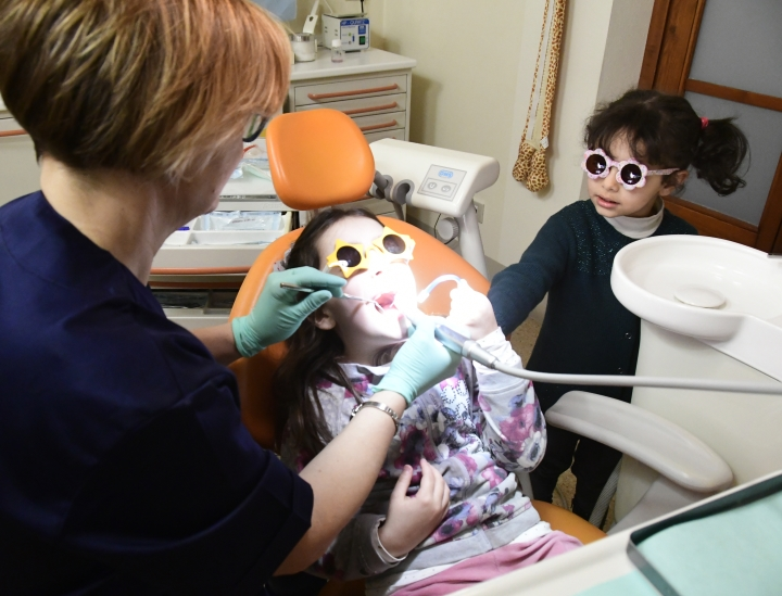 Dott. Alessandra Cateni. Medico Odontoiatra, Cascina Pisa. Pedodonzia o odontoiatria pediatrica